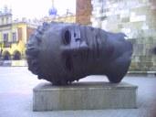 """""""Głowa Erosa"""" na krakowskim rynku"""