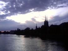 Widok na Ostrów Tumski i rzekę Odrę z Mostu Pokoju