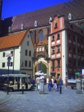 Kamieniczki Jaś i Małgosia we Wrocławiu (w tle kościół św. Elżbiety)