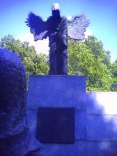 Pomnik ku czci zamordowanych w 1940 roku, znajdujący się w parku im. Słowackiego we Wrocławiu - ujęcie 2.