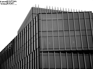 Silver Tower. Jeszcze świeży, nowy biurowiec we Wrocławiu, niedaleko Dworca Głównego PKP.