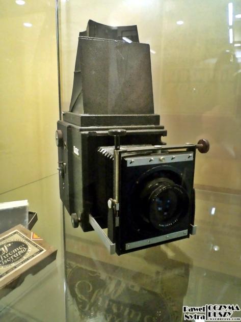 Kolejny aparat skrzynkowy, z obiektywem umieszczonym na tzw. harmonijce.
