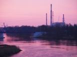 Odra z Mostu Milenijnego, w tle Elektrociepłownia Wrocław