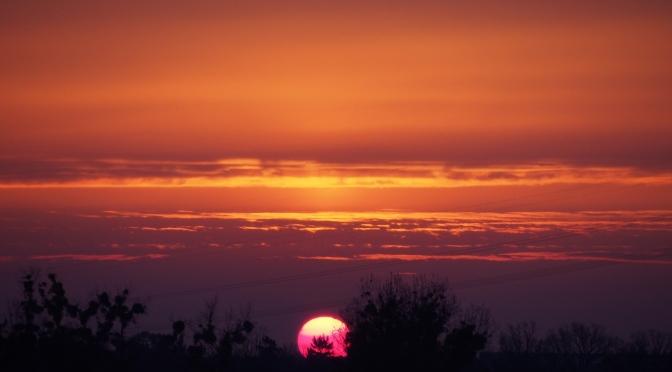 Bajeczny wschód Słońca z Mostu Milenijnego