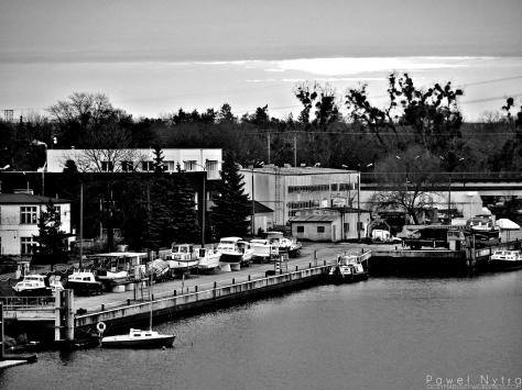 Nadodrzański port (B&W).