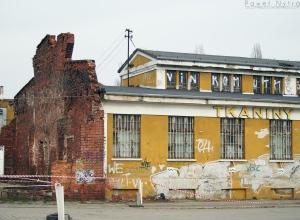 Stary budynek w pobliżu Dworca Świebodzkiego