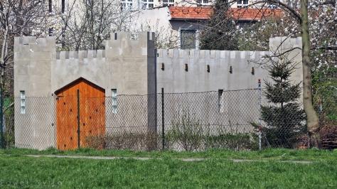 """Oryginalna """"altana"""" na terenie ogródków działkowych """"Lilie"""" przy ul. Glinianej"""