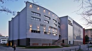 Sala audytoryjna w budynku Centrum Kształcenia Ustawicznego Uniwersytetu Ekonomicznego we Wrocławiu