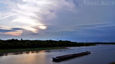 Zachód słońca nad Odrą, widziany z mostu Milenijnego