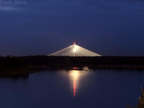 Most Rędziński nocą, widziany z mostu Milenijnego