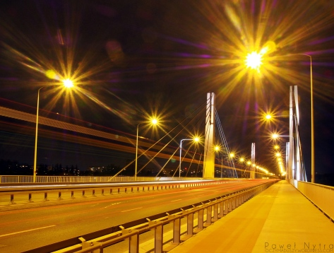 Most Milenijny nocą
