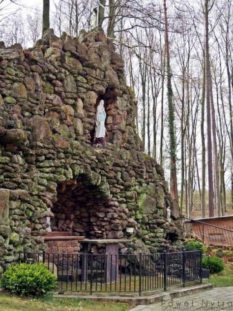 Grota Matki Boskiej z Lourdes.