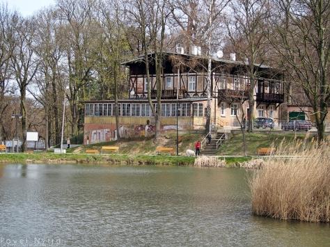 Dawny Etablissement Waldhaus i staw Łabędzi.