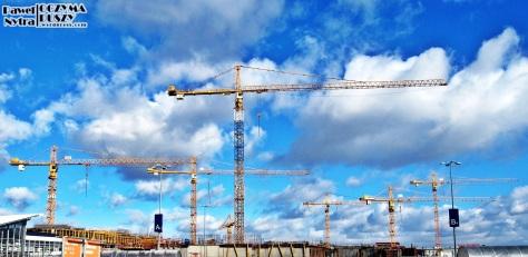 Żurawie pracujące przy rozbudowie CH w Bielanach Wrocławskich.